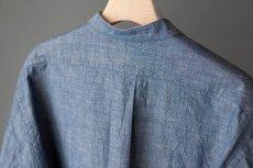 画像11: 【20%OFF】デニムシャンブレーバンドカラーシャツ|ブルー (11)